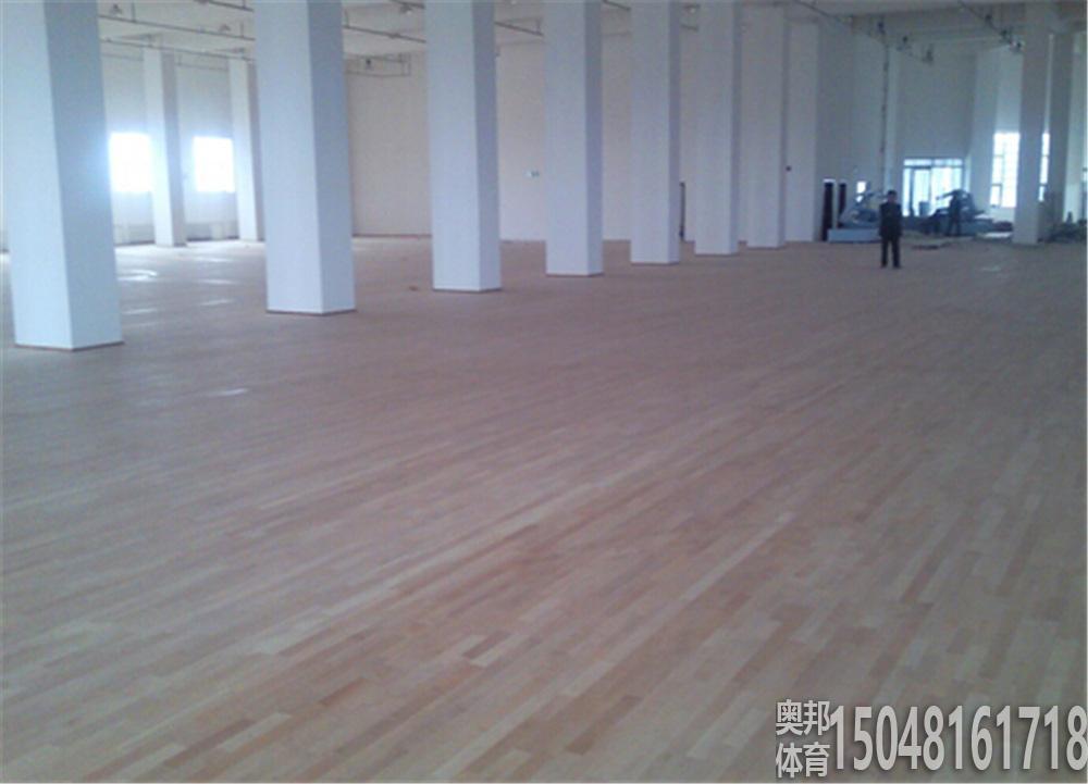 包头市体育运动学校2片木地板篮球场地