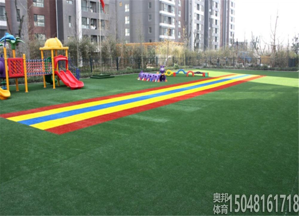 幼儿园草坪地面