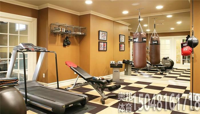 在健身房练器材要有顺序和计划